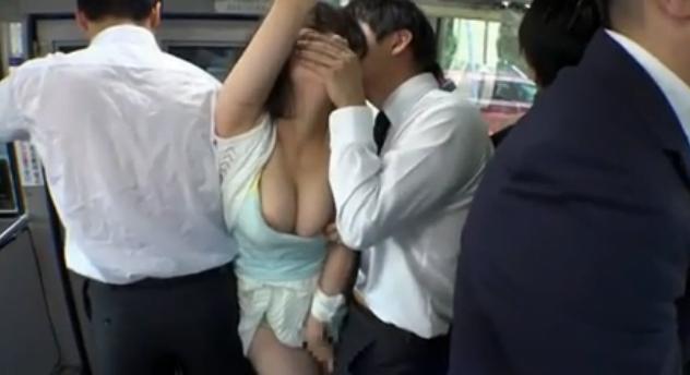 Truyện sex làm tình trên xe bus với em gái Lisa